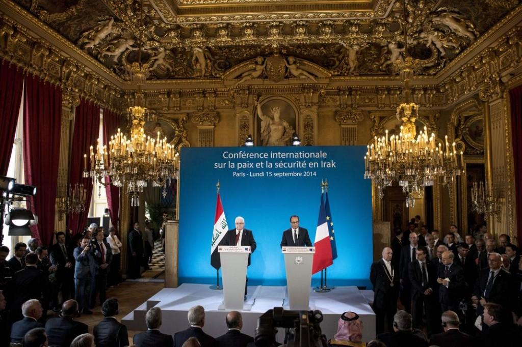 Le chef de l'Etat irakien Fouad Massoum et le président François Hollande, lundi 15 septembre, au ministère des affaires étrangères, à Paris. | AP/Brendan Smialowski