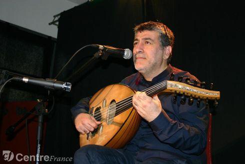 Khaled Ajaramani, ancien professeur d'oud. - GUIGNARD Stéphane