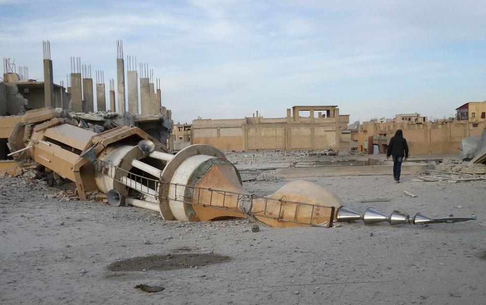 Une mosquée démolie par des bombardements de l'armée de Bachar al-Assad, selon des activistes syriens, le 25 novembre 2014.