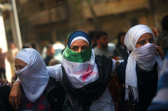 Secours aux blessés, aide aux enfants orphelins, éducation... La journaliste tient à montrer l'engagement des femmes syriennes qui risquent, sinon, d'être « oubliées par l'histoire ».
