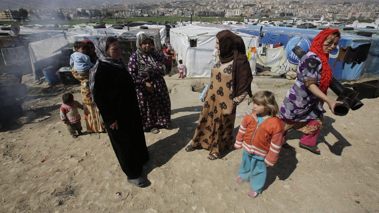 400 000 réfugiés syriens sont installés dans plaine de la Bekaa au Liban. L'ONG Women Now for Development est présente sur place où elle offre formations et assistance légale aux femmes et à leurs enfants.