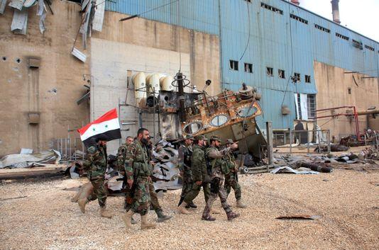 Des soldats de l'armée syrienne à la centrale électrique d'Alep, qu'ils ont reprise à l'Etat islamique, le 21 février 2016.