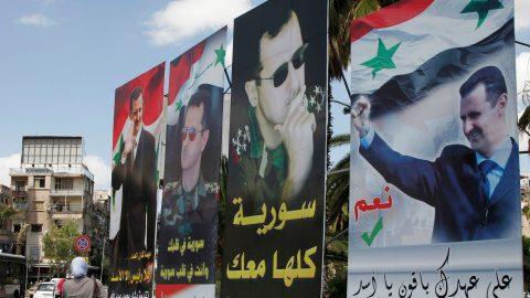 """Des affiches de Bachar el-Assad lors de l'élection organisée en pleine guerre, en juin 2014. L'intellectuel Yassin el Haj Saleh analyse la portée du slogan """"Assad ou personne"""" dans son ouvrage sur la question syrienne. Reuters/Khaled al-Hariri"""