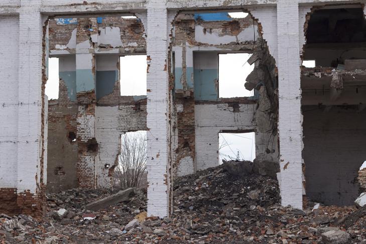 Des ruines de maisons