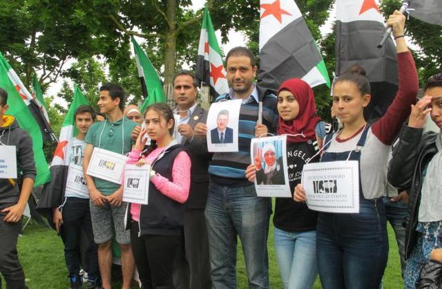 Hier, un groupe de réfugiés syriens a manifesté place de la Brèche sous le slogan «Les détenus d'abord». - Hier, un groupe de réfugiés syriens a manifesté place de la Brèche sous le slogan «Les détenus d'abord».