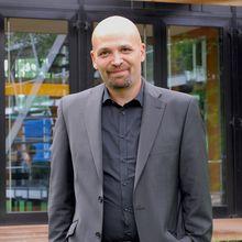 Mahmoud Hassino auf dem diesjährigen Global Media Forum der Deutschen Welle in Bonn