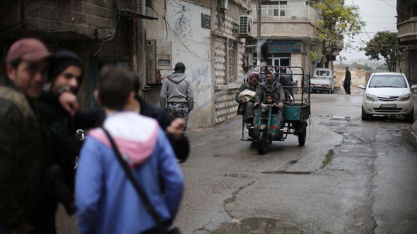 Junge Männer in einem Vorort von Damaskus