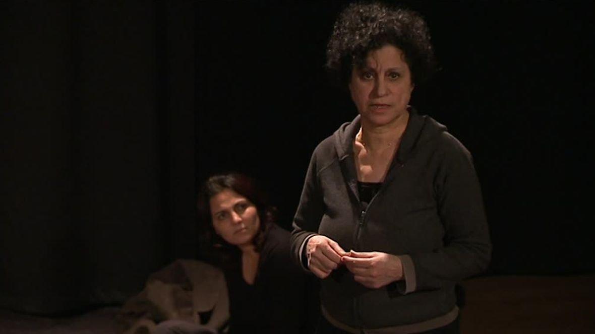 """Extrait de """"Des Syriennes hors des ténèbres"""", une pièce de théâtre jouée par des Syriennes qui ont vécu la guerre en Syrie - 4 mars 2017 / © France 3 LR"""