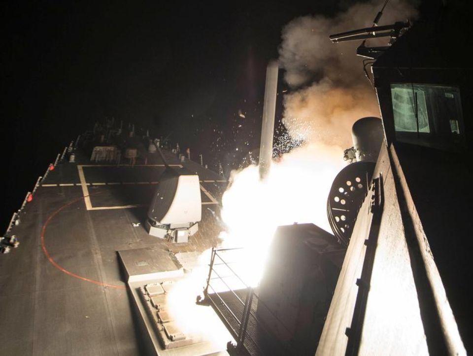 Un missile Tomahawk tiré du destroyer américain «USS Ross» lors des frappes menées contre la Syrie dans la nuit du 6 au 7 avril.