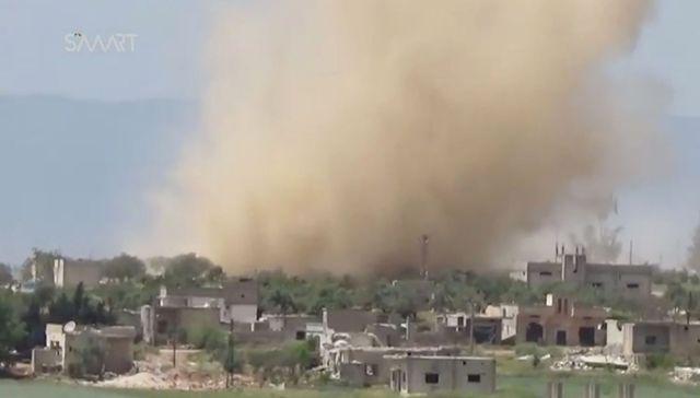 Frappe aérienne sur le village de Latamné, province de Hama, le 8 mai 2017.