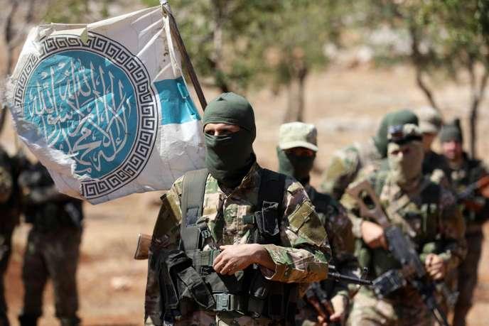 Des combattants syriens du mouvement djihadiste HTS dans la province d'Idlib, en Syrie, le 14 août 2018.
